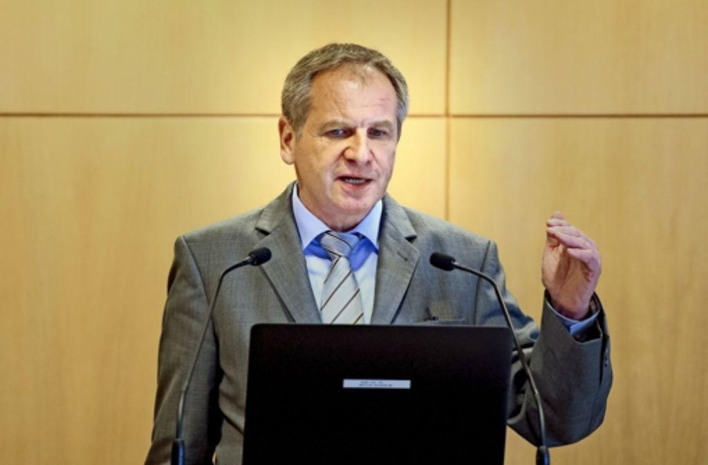 Augen auf, wenn es dunkel wird: Innenminister Reinhold Gall (SPD) und die kommunalen Landesverbände appellieren an die Bürger, ihre Wohungen besser zu sichern und in der Nachbarschaft aufeinander acht zu geben. Foto: dpa