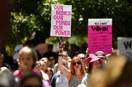 Tausende Frauen demonstrieren gegen Trump