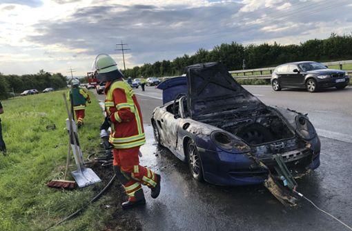 Porsche brennt auf der B27 aus