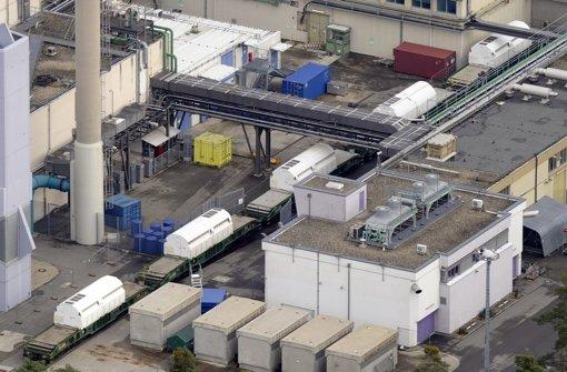 Auf dem Gelände der früheren Wiederaufbereitungsanlage Karlsruhe werden annähernd 1700 beschädigte Fässer mit Atommüll gelagert. (Archivbild) Foto: dpa