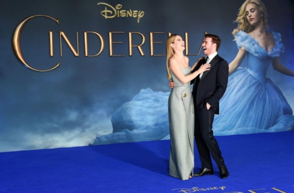 Am Donnerstagabend hat die Neuverfilmung von Cinderella in London Premiere gefeiert. Lily James und Richard Madden waren auch mit von der Partie.  Foto: dpa