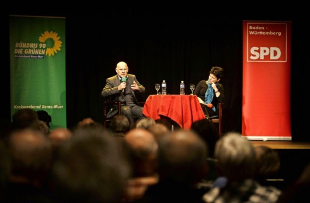 Winfried Hermann und Katrin Altpeter stehen im Schwanen Rede und Antwort. Foto: Stoppel