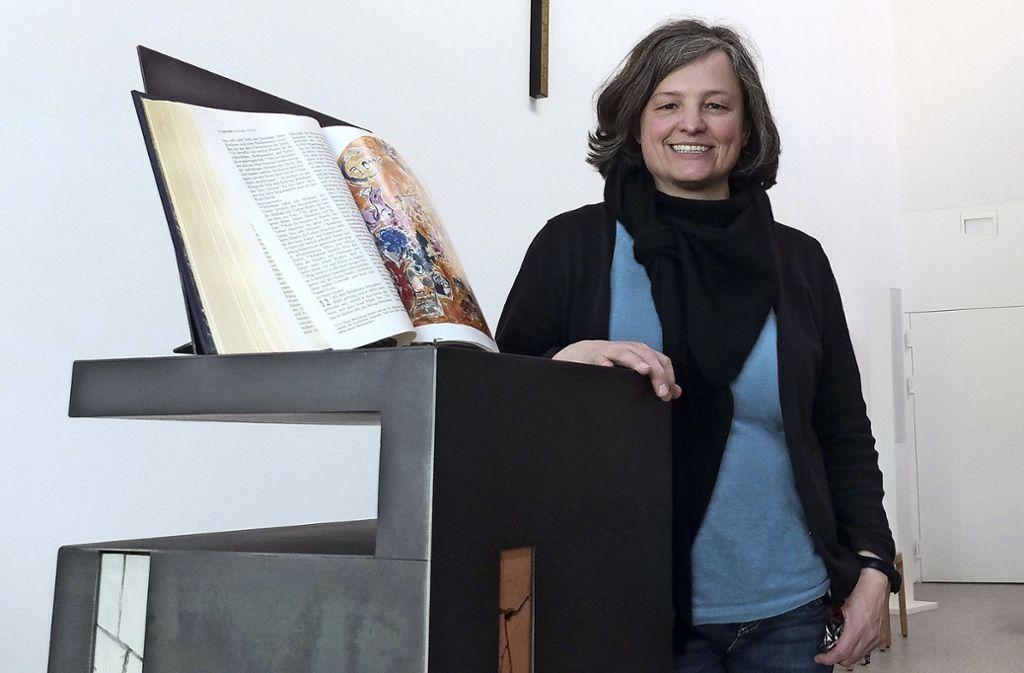 Claudia Ebert ist als  Seelsorgerin  für Menschen mit Behinderung tätig. Ihr Büro ist im neuen Kirchenzentrum von St. Peter. Foto: Iris Frey