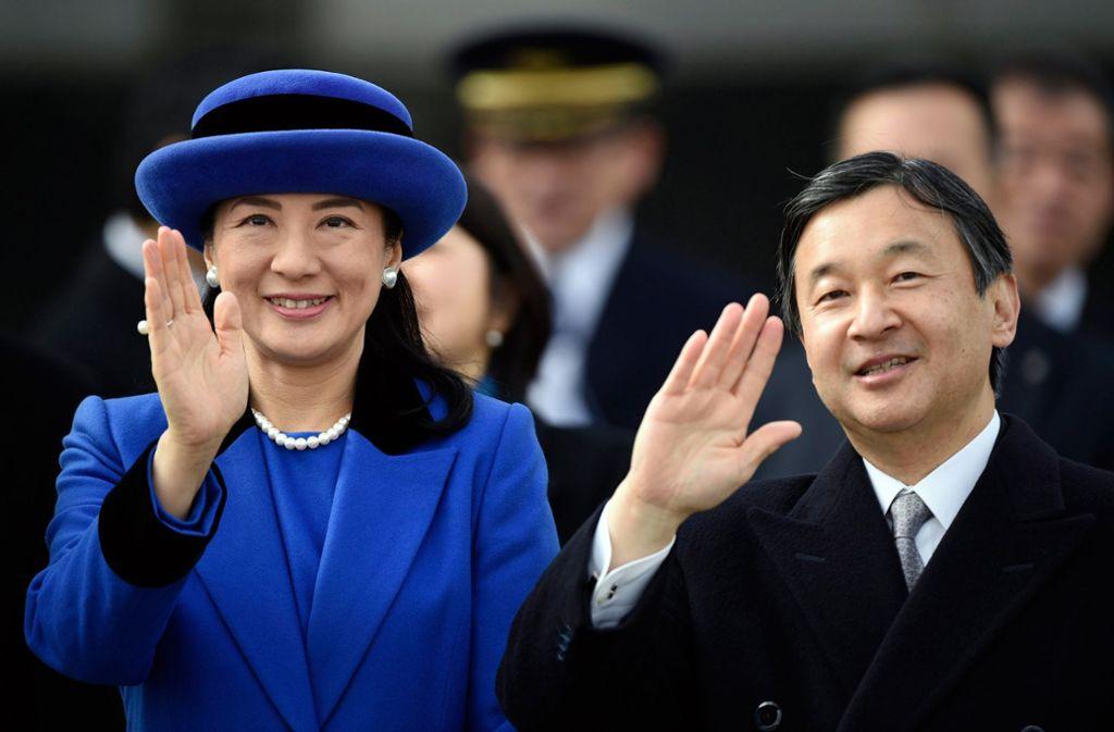 Der japanische Kronprinz Naruhito und seine Frau Kronprinzessin Masako bei einem öffentlichen Auftritt in Tokio. Naruhito besteigt am 1. März den kaiserlichen Thron in Japan. Foto: dpa