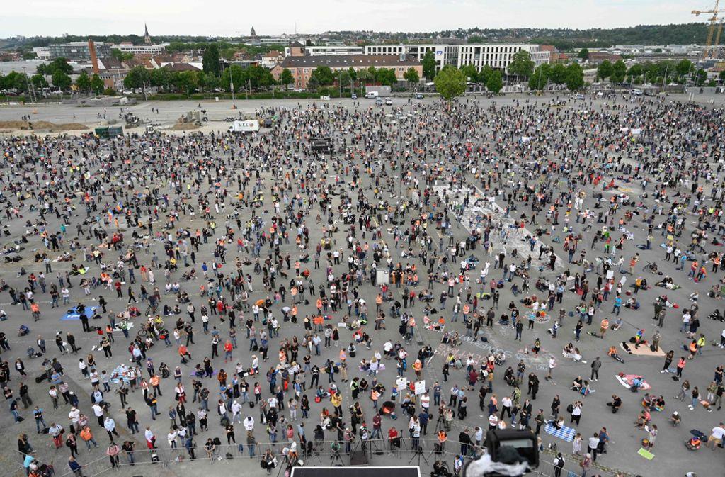 Am vergangen Wochenende hatten zahlreiche Menschen an der Demonstration gegen die Corona-Regeln teilgenommen. Foto: AFP/MARKUS RIEDLE