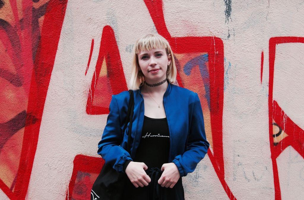 Klein, aber oho: Studentin Lina Doll trägt ihren Stil ohne Scheu zur Schau. Foto: Tanja Simoncev
