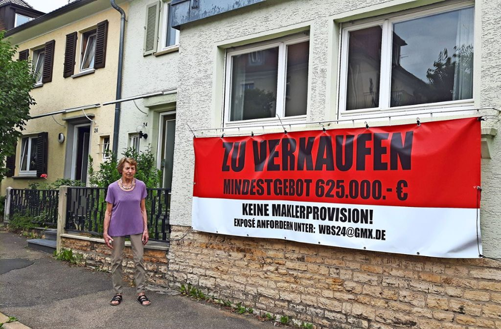 Elfriede Ranz  will keinen überdimensionierten Klotz neben ihrer Doppelhaushälfte. Foto: Eva Funke