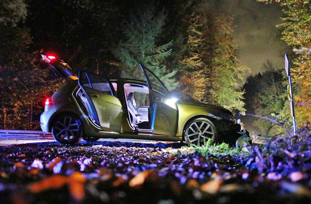 Der 18-Jährige war mit dem Golf in eine Böschung gekracht. Foto: 7aktuell.de/Kevin Lermer