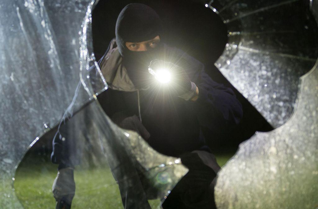 Die Einbrecher haben in allen drei Fällen Fenster zerstört oder aufgehebelt. Foto: dpa