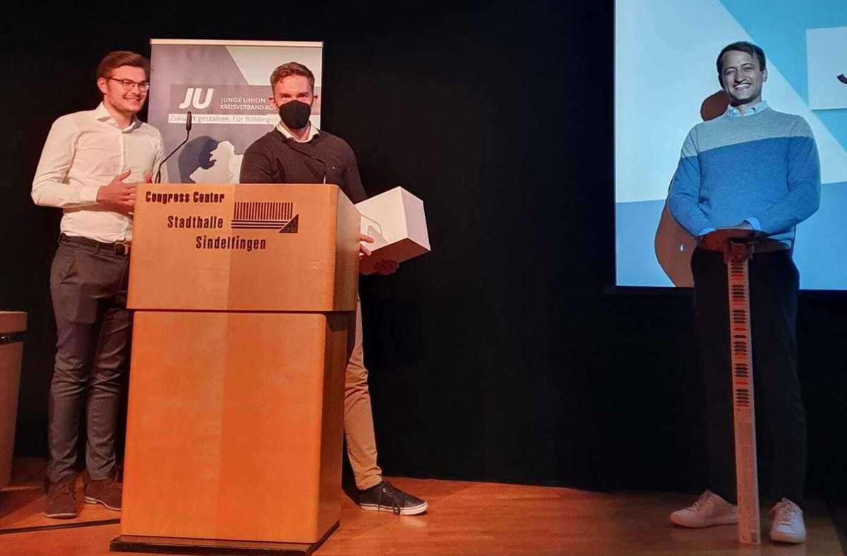 Leon Kolb (l.) steht jetzt an der Spitze der Jungen Union im Kreis Böblingen und verabschiedete gemeinsam mit Finanzreferent Nils Zerrer (M.) seinen Vorgänger Matthias Miller (r.) Foto: Junge Unio