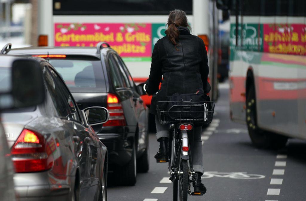 Höhere Pendlerpauschale für sauberen Weg zur Arbeit? In der Regierung gibt es Überlegungen, für Fahrten mit dem Fahrrad, dem Elektroauto oder dem ÖPNV eine höhere Steuerentlastung zu gewähren. Foto: dpa