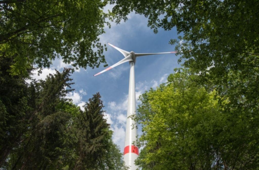 Zwei je 212 Meter hohe Windräder sollen im Wald nahe Urbach errichtet  werden. Foto: Mauritius