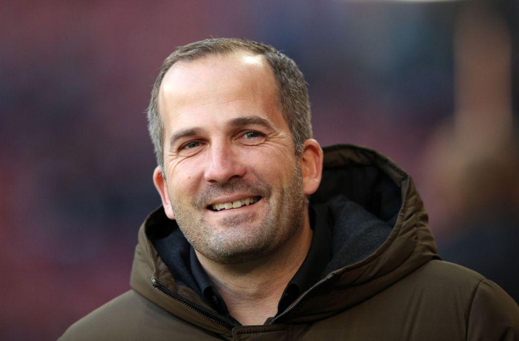 Trainer Manuel Baum will im Spiel beim VfB Stuttgart eine giftige Augsburger Mannschaft sehen. Foto: Getty
