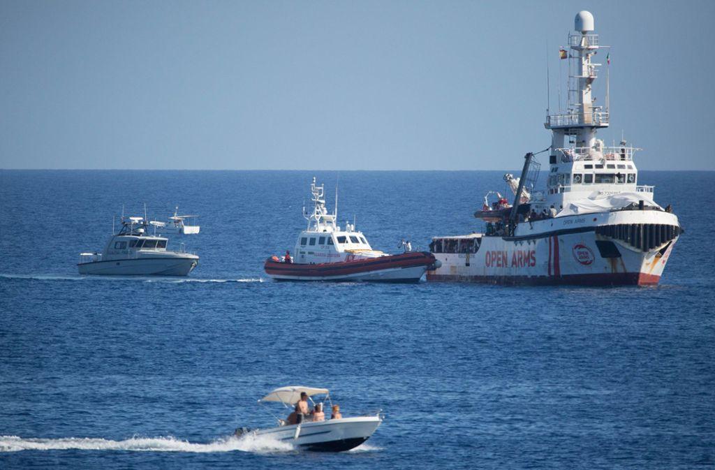 """Das Rettungsschiff """"Open Arms"""" kann die nächstgelegenen spanischen Häfen ansteuern – die liegen auf den Balearen. Foto: Friedrich Bungert/SeaWatch/dpa"""