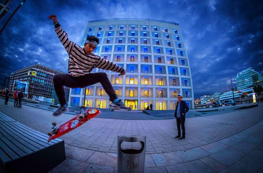 Stuttgart bietet viele Attraktionen für Skateboardfahrer. Doch der Sport steht auch im Ruf, Schäden etwa an Sitzbänken zu hinterlassen. Foto: Lichtgut/Achim Zweygarth