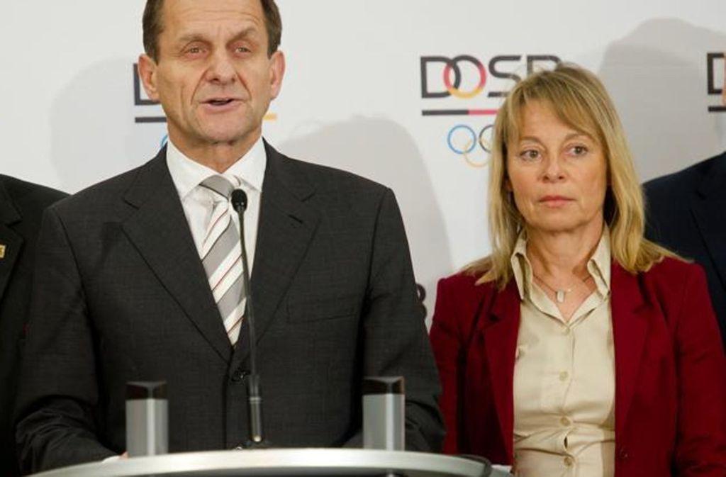 Petra Tzschoppe (re., neben DOSB-Chef Alfons Hörmann): Der Deutsche Olympische Sportbund, ist ein Vorbild, was die Besetzung von Spitzenpositionen mit Frauen betrifft. Foto: dpa