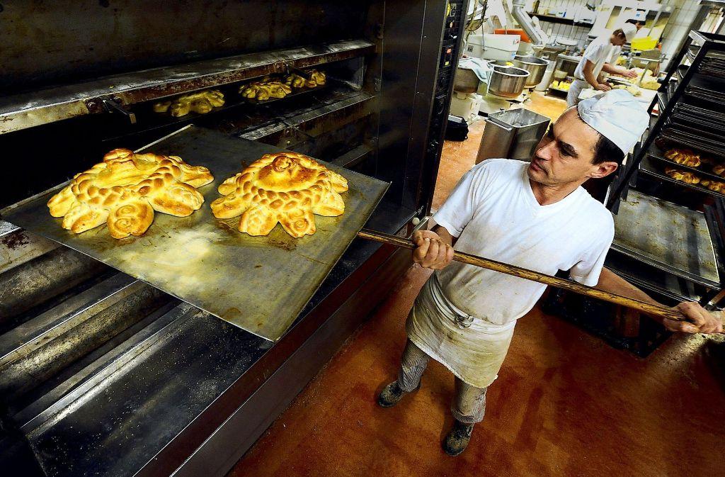 Digitalisierung könnte dabei helfen, dass Bäcker ihre nächtliche  Arbeit in der Backstube etwas später beginnen können. Foto: dpa