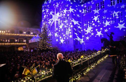 Der Schlossplatz strahlt unter 40.000 Lampen