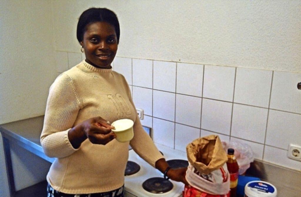 Camara Johnson wird  im Asylheim ein Weihnachtsmahl kochen. Die Zutaten kann sie auch in Stuttgart kaufen. Foto: Cedric Rehman