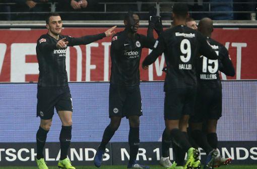 Sieg mit Volldampf – Eintracht Frankfurt gewinnt 2:1 gegen Bayer