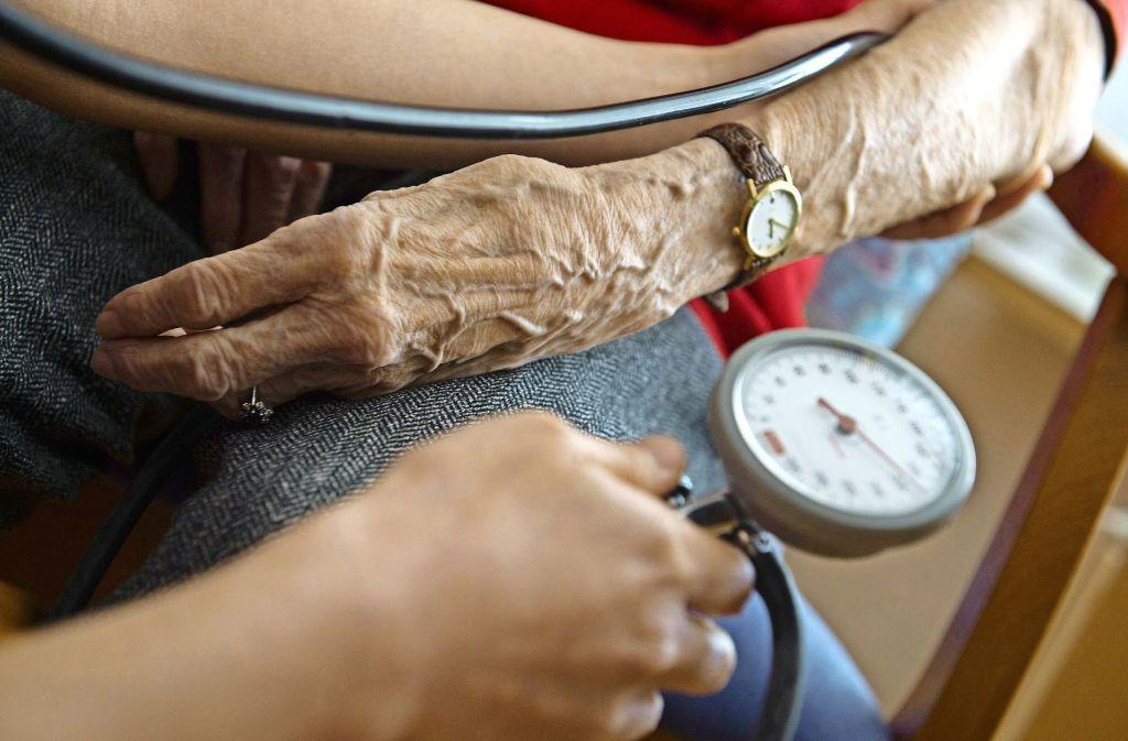 Ruhig bleiben: Manche Menschen sind beim Arztbesuch aufgeregt. In der Folge steigt der Blutdruck an. Foto: dpa