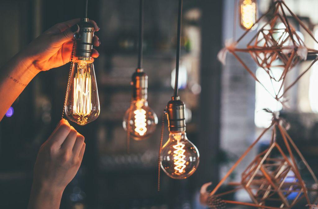 Kreative Lampen bereichern jede Wohnung. Foto: Shutterstock/Aleksandrs Muiznieks