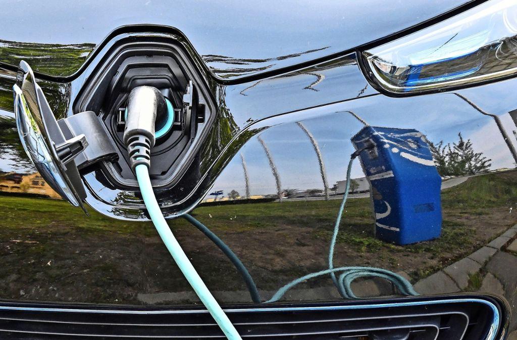 Das Landratsamt  will seine Dienstfahrzeug-Flotte mindestens zur Hälfte auf Elektroantrieb umstellen. Foto: dpa