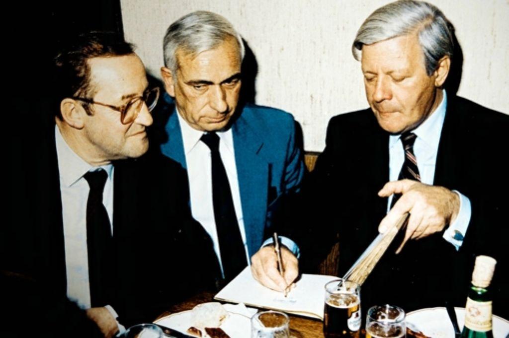 Walter Mann hat auch Helmut Schmidt (rechts) nach Heslach geholt. Foto: Stoppel