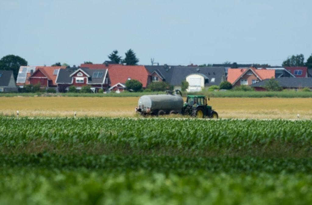 Ein Traktor hat sich in Ingersheim im Kreis Ludwigsburg selbständig gemacht und hat dabei einen Sachschaden von rund 25.000 Euro verursacht. (Symbolbild) Foto: dpa