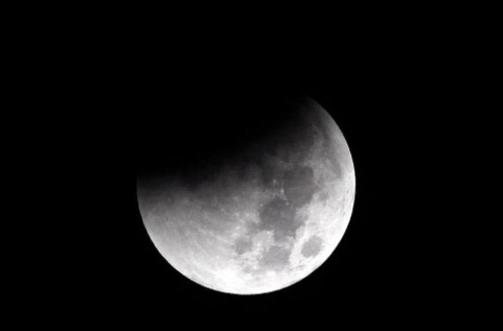Im Süden Deutschlands wird die partielle Mondfinsternis am Donnerstagabend besonders gut zu sehen sein. (Achivfoto) Foto: dpa