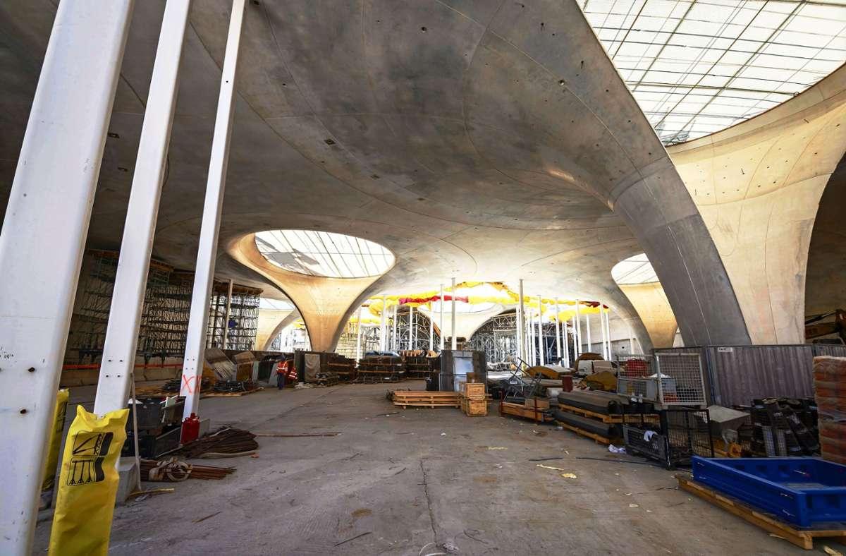 Die Bahnsteighalle  entsteht. Foto: Lg/Rettig