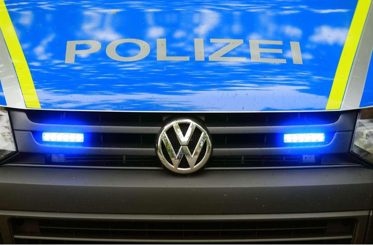 Die Polizei sucht Zeugen zu dem Vorfall. (Symbolbild) Foto: dpa/Jens Wolf