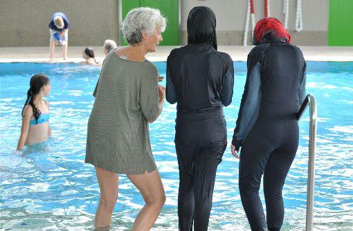 Muslimin im Burkini muss Pool verlassen