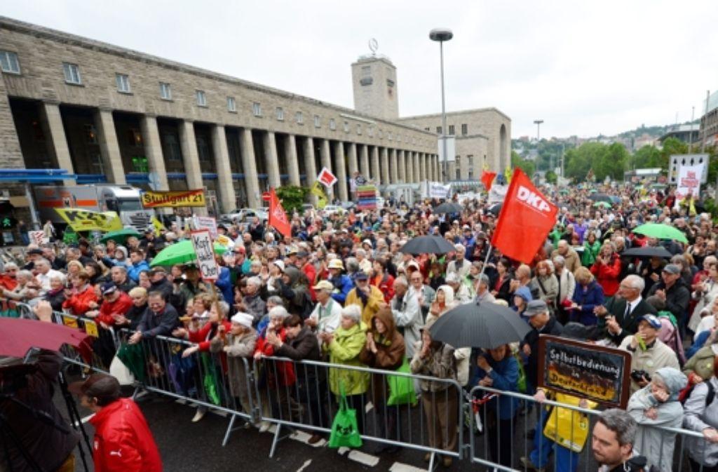 Am Samstag werden mehr Demonstranten als bei der 175. Montagsdemo erwartet. Foto: dpa