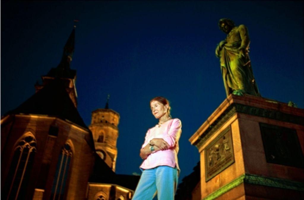 Rotraut Wolf hat am Schillerplatz miterlebt, wie nachlässig Stuttgart mitunter mit seiner Geschichte umgeht. Foto: Heinz Heiss
