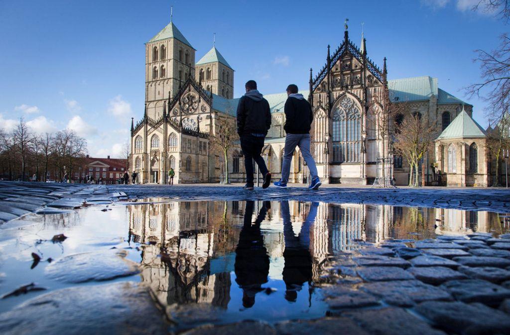 Der St.-Paulus-Dom in Münster. Hier entfachen sich bereits im Vorfeld des Katholikentags hitzige Debatten. Foto: dpa
