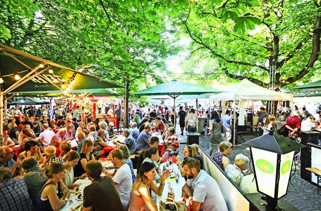 Eine Impression aus dem vergangenen Jahr: der Hamburger Fischmarkt zu Gast auf dem Karlsplatz Foto: Lichtgut/Ferdinando Ianonne
