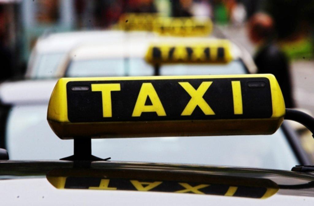 Am Samstagmorgen ist in Böblingen zwischen zwei Taxifahrern ein Streit ausgebrochen, bei dem schließlich auch die Fäuste ins Spiel kamen. (Symbolfoto) Foto: dpa