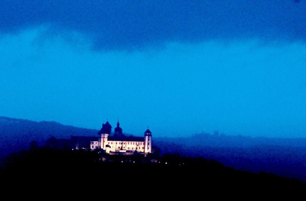 """Die Stadt gilt wegen ihrer Architektur – wie hier die Festung Marienberg – als  """"deutsches Prag"""". Foto: dpa"""