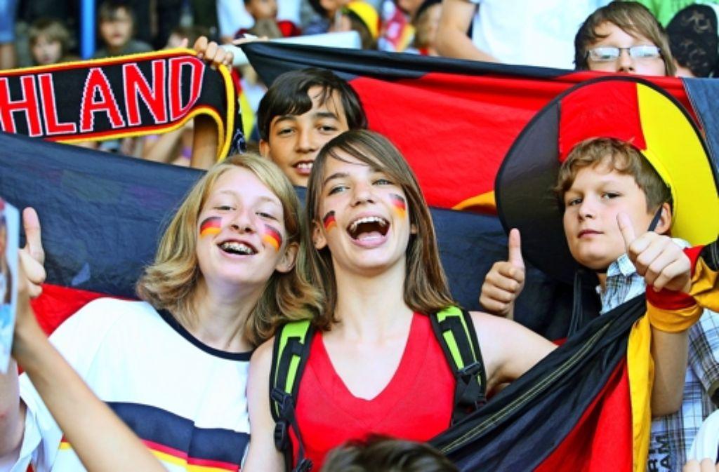Wer abends lange jubelt, ist morgens müde: Die Schulen stellen sich auf die WM ein. Foto: dpa
