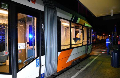 Neun Verletzte – Straßenbahn prallt gegen Bauzaun