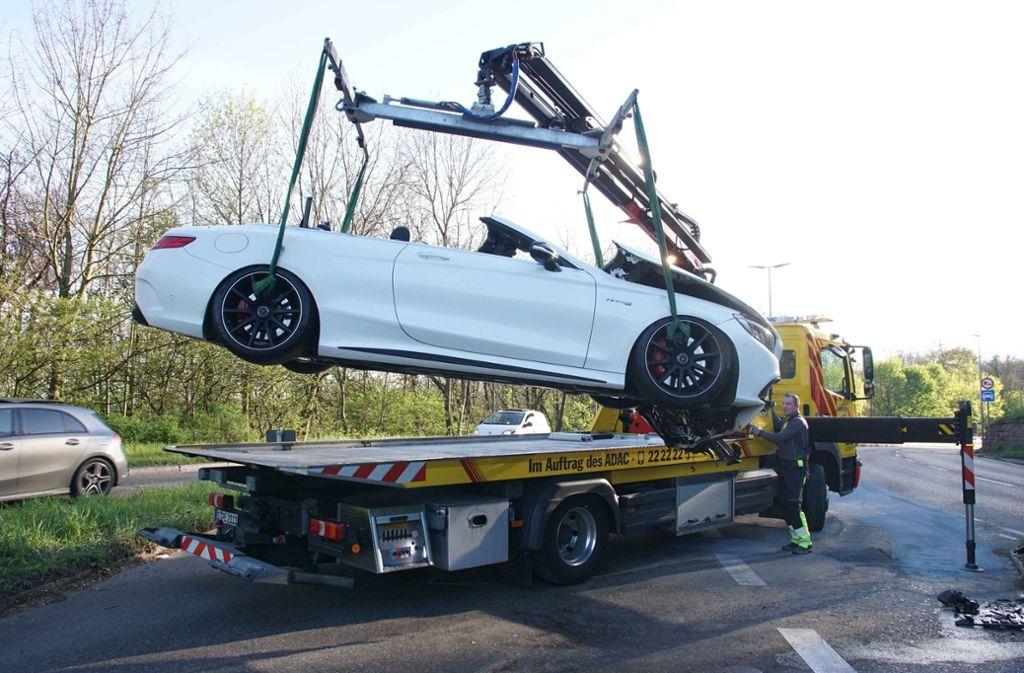 Bei einem Verkehrsunfall im Stuttgarter Westen sind drei Menschen verletzt worden. Foto: Andreas Rosar Fotoagentur-Stuttg
