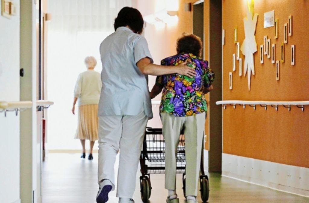 Für Senioren, die nicht mehr gut zu Fuß sind, gibt es zahlreiche Projekte und Wohnmöglichkeiten Foto: dapd