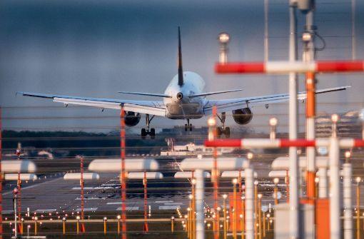 Passagiere sitzen am Flughafen Frankfurt fest