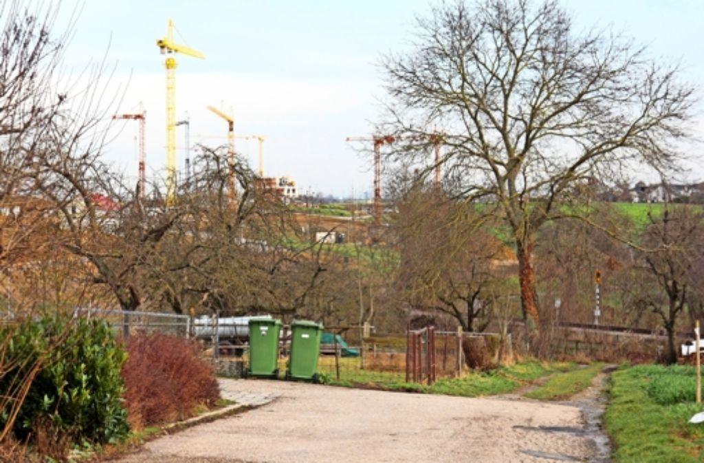 Die Eisenbahnstraße soll bis zum Neubaugebiet ausgebaut werden. Foto: factum/Granville