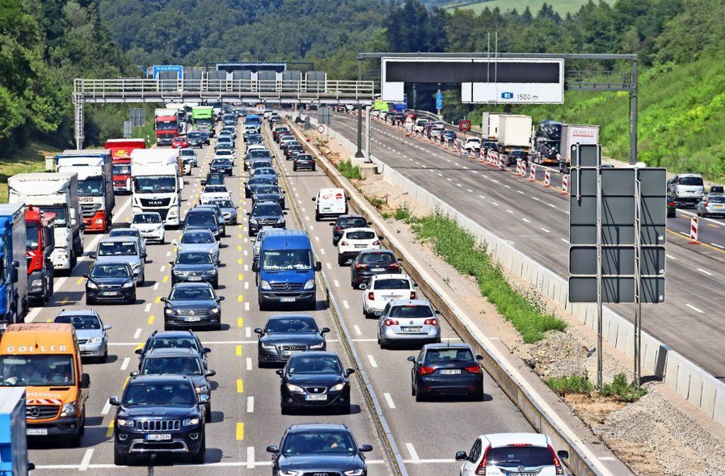 Blechlawinen auf der A 8 kurz vor Leonberg- Ost – ein Alltagsbild nicht nur während Bauarbeiten. Foto: factum/Granville