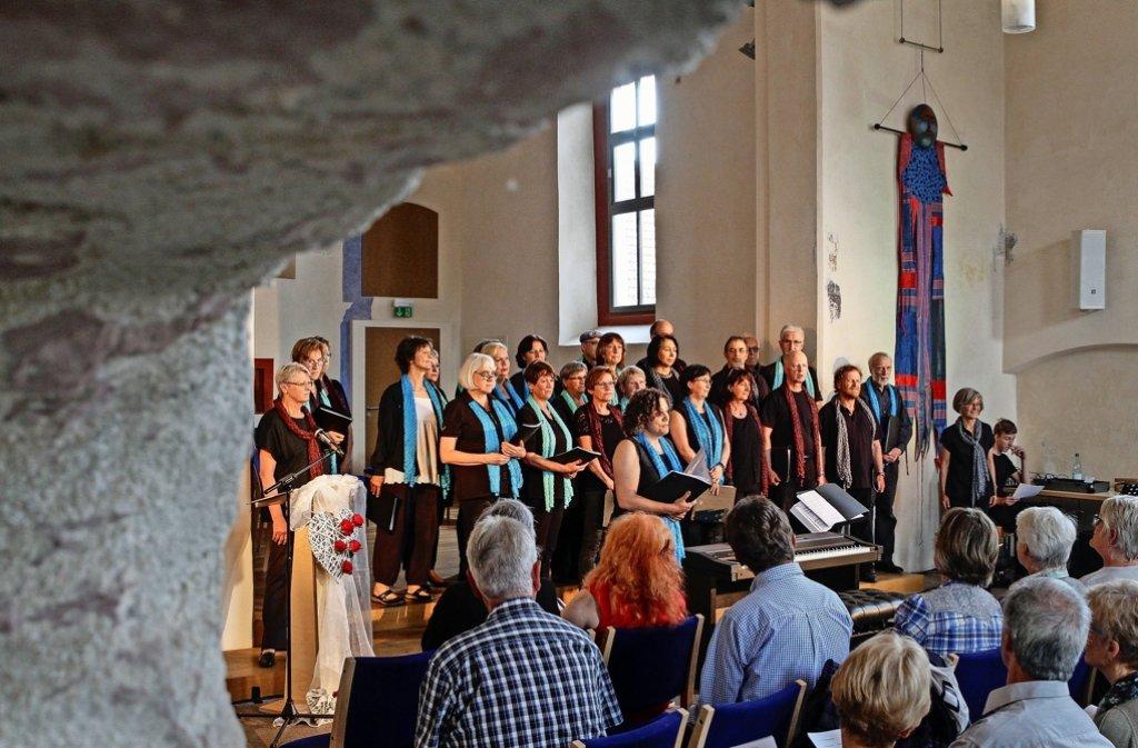 Der Chor der Manufaktur berührt mit Liebesliedern im  Klösterle. Foto: factum/Bach