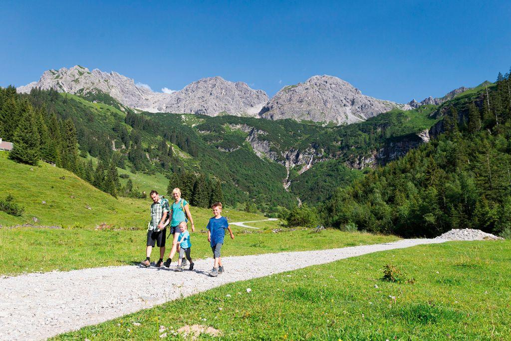 Wanderwege in Seitentäler wie das Wildental sind bei Familien besonders beliebt  Foto: Kleinwalsertal Tourismus eGen