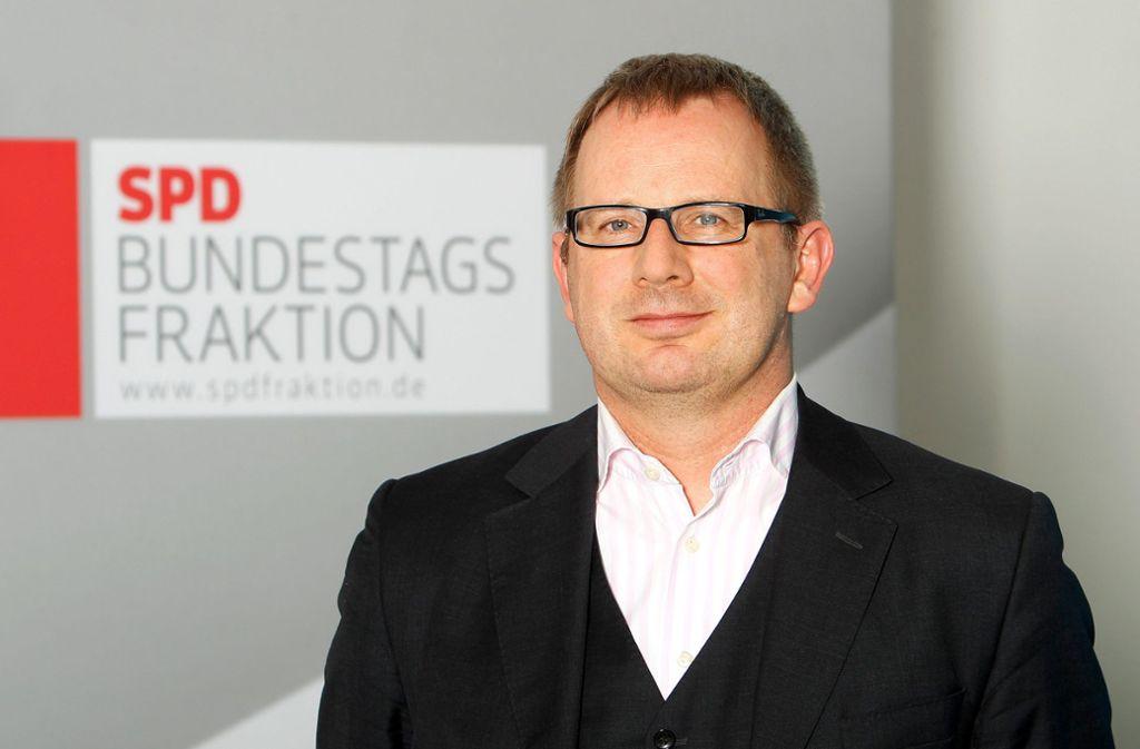 SPD-Politiker Johannes Kahrs bei einem Fototermin bei der SPD-Bundesfraktionssitzung in Frankfurt am 23.04.2013. Foto: PublicAd/Jan-Timo Schaube
