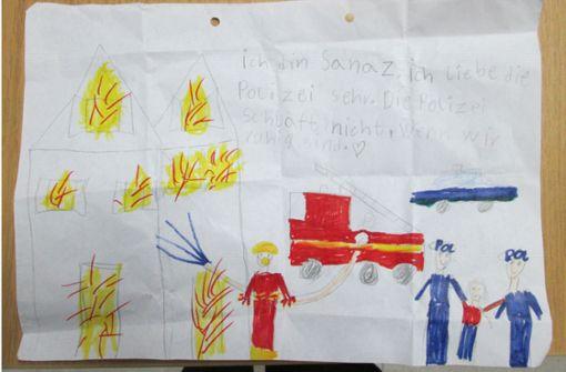 7-jähriges Mädchen malt ein Danke-Bild für Polizisten